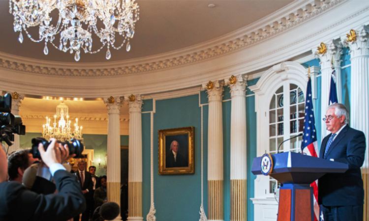 Државниот секретар Рекс Тилерсон зборува за Меѓународниот извештај за верски слободи за 2016, во Стејт Департментот на САД во Вашингтон, 15 август 2017. [Фотографија на Стејт Департментот]