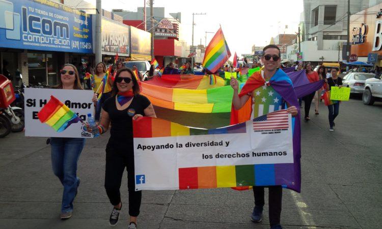 Consulado participa en marcha LGBTI en Delicias