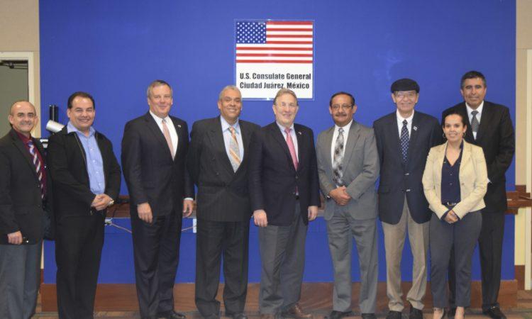 Embajador se reúne con empresarios