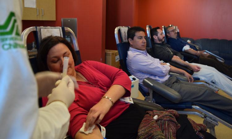 Empleados del Consulado Donan Sangre