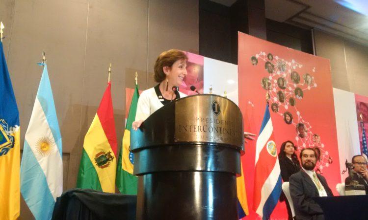 Emb. Jacobson en podium
