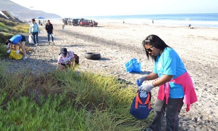 Consulate Tijuana Supports Beach Cleanup