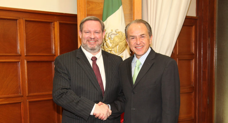 Consul General Timothy Zúñiga-Brown and the Governor of San Luis Potosi, Juan Manuel Lopez Carreras.