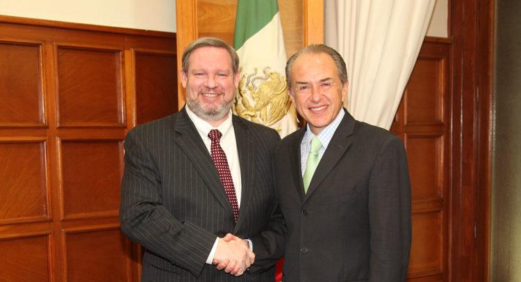 Cónsul General, Timothy Zúñiga-Brown y el Gobernador de San Luis Potosí, Juan Manuel Carreras López.