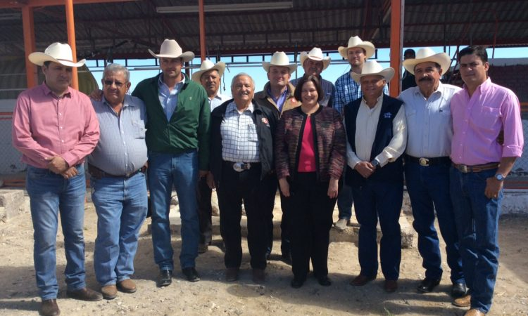 Consul General Darnell accompanied by Ojinaga Mayor and members of the Regional Livestock Union of Chihuahua