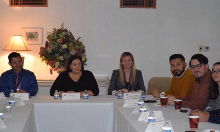Consejo Juvenil se reúne con Cónsul General Daria L. Darnell