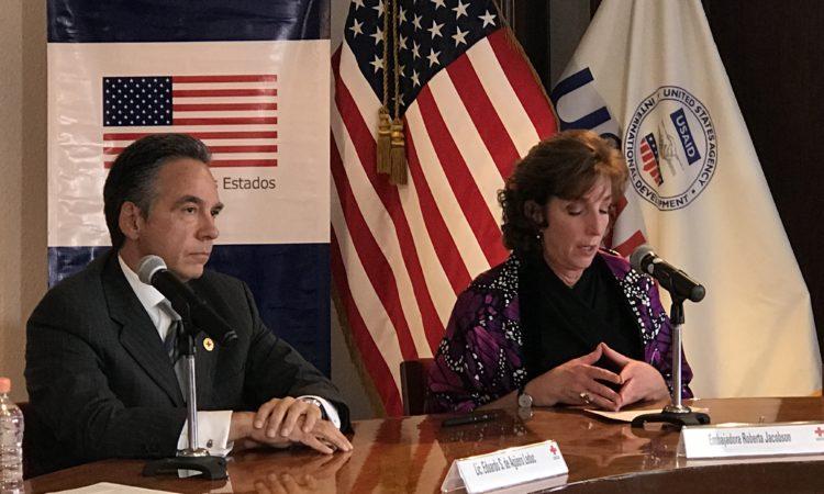 Ambassador con vicepresidente de Cruz Roja