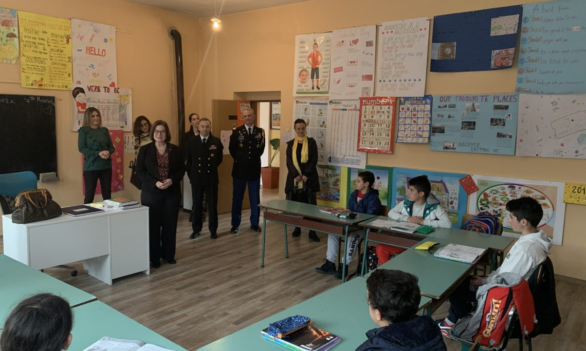 Ambassador Reinke Visits Newly Renovated School in Bioce