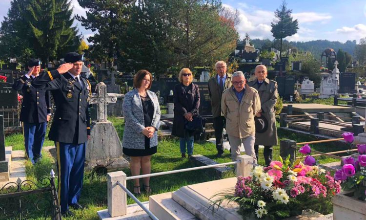 Ambassador Judy Rising Reinke Lays Wreaths at Gravesites of Veterans in Nikšić