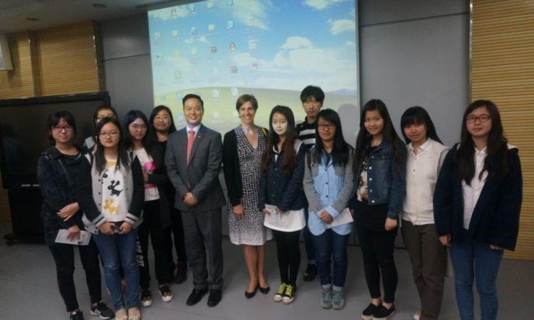 上海外联处处长鼓励教育交流