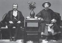 1879年美国前总统尤利西斯·S·格兰特与清朝外交大臣李鸿章合影 (照片来源:Corbis)