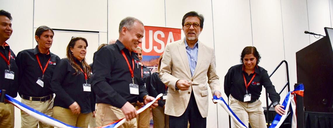 Embajador participó en la inauguración de VisitUSA Travel and Tourism