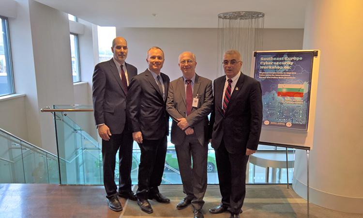 Отляво надясно: Д-р Матю Роудс, г-н Андрю МакКлиърн, д-р Петер Колб, д-р Георги Шарков (Посолство на САЩ)