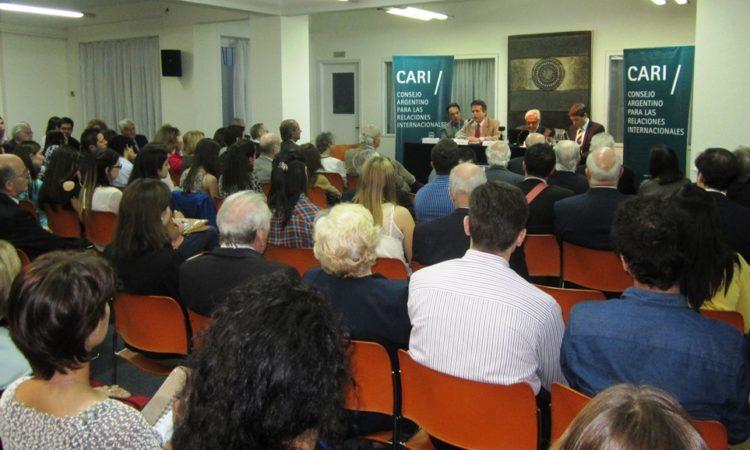 Consejero de Prensa y Asuntos Públicos abre serie de Conferencias sobre la relación bilateral en el CARI (Foto: Depto. de Estado)
