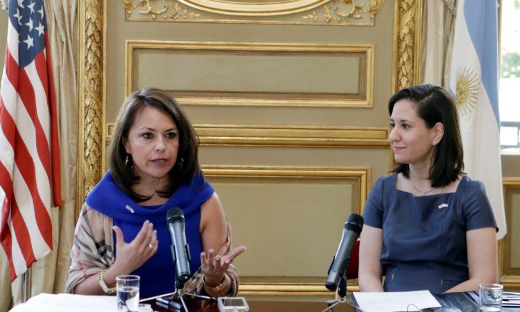 Adryana Boyne y Alejandra Salinas (Foto: Depto. de Estado)