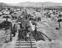 Construcción del ferrocarril transcontinental en 1868. (California State Railroad Museum Library)