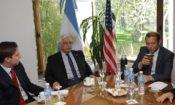El embajador Prado con el gobernador de Neuquén Omar Gutierrez.