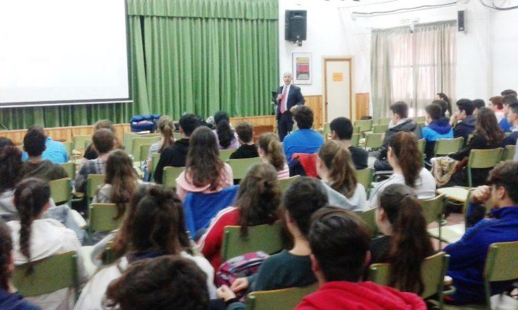 Pablo Dominics con los estudiantes