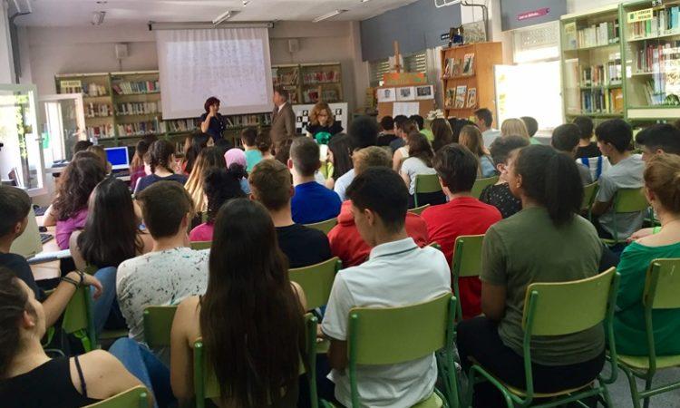 Ryan Matheny con los alumnos