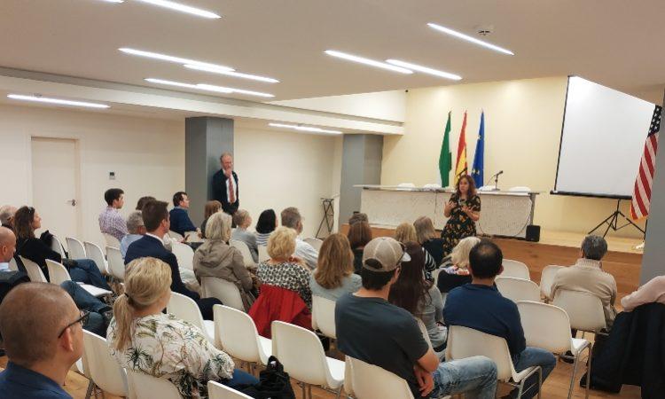 Ciudadanos estadounidenses se reunen en Sevilla con la Cónsul General