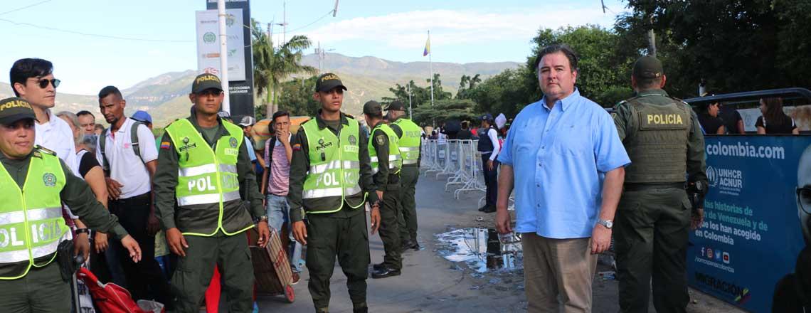 El Embajador Buchan toma contacto con la crisis venezolana en la frontera colombiana