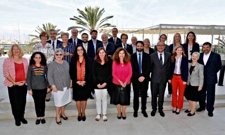 El personal de la Agencia Consular se reune con el Gobierno Regional Balear