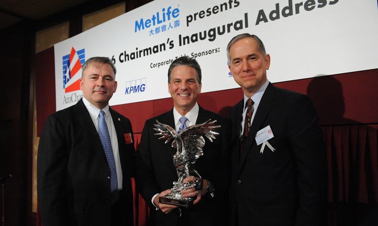 Mr. Walter Dias (left), Mr. Peter Levesque (middle) and Consul General Hart (right) (©AmCham HK)