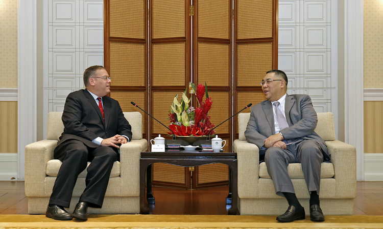 U.S. Consul General Kurt Tong and Macau Chief Executive Fernando Chui (State Dept.)