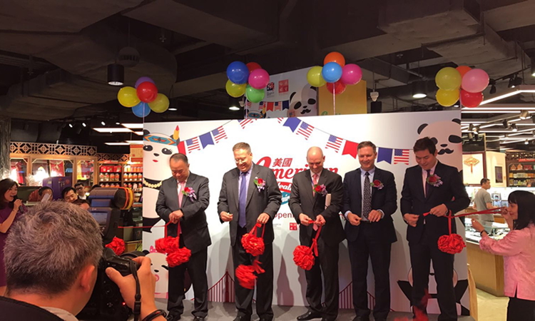 Consul General Tong attended a ribbon cutting. (c) U.S. Commercial Service Hong Kong