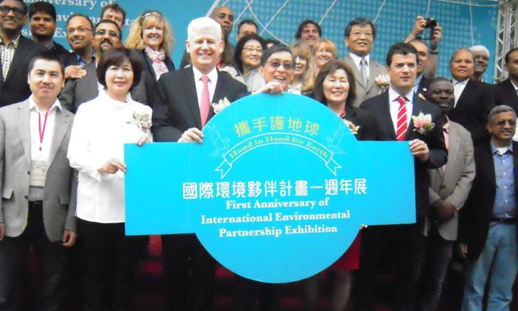 On April 22, Earth Day, the EPAofficials join Taiwan Environmental Protection Administration Minister Wei Kuo-yen and other officials at a ceremony to commemorate the first anniversary of theInternational Environmental Partnership
