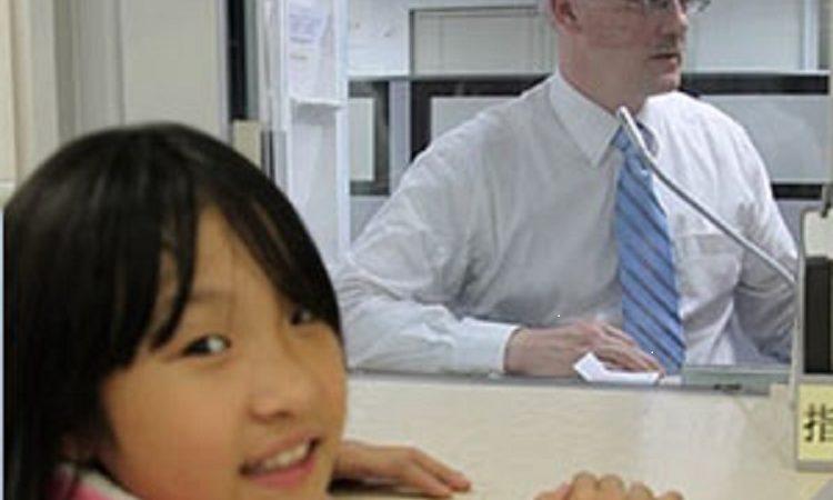 線上表格第一個申請人順利獲得簽證. (Photo: 美國在台協會)