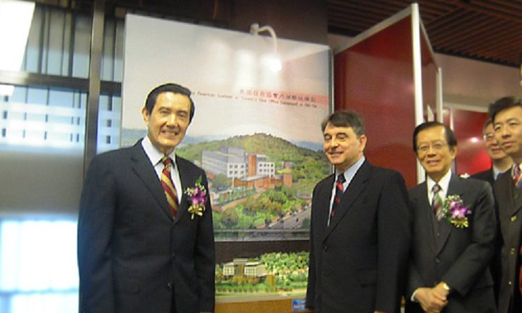 "AIT Director William Stanton and President Ma Ying-jeou view the model of AIT new office building in the ""American Footsteps in Taiwan"" exhibition. (Photo: AIT)"