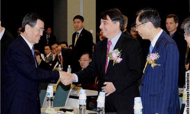 副總統蕭萬長與AIT司徒文處長出席海基會的兩岸關係學術研討會。 (Photo: 海基會)