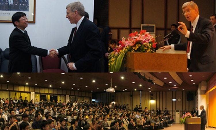 美國能源部副部長丹尼爾•伯納曼於12月13日在臺灣大學應用力學館國際會議廳進行專題演講,演講題目「迎接明日的能源挑戰」 (Photo: AIT Images)