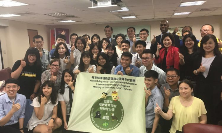 U.S. EPA Principal Deputy Assistant Administrator Jane Nishida met with students preparing to attend a U.S.-Taiwan environmental summit. (July 13, 2018, AIT Images)