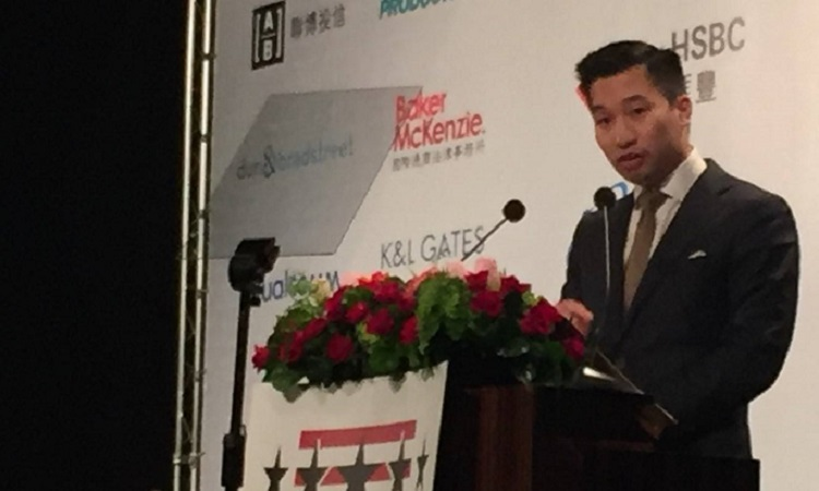 美國國務院東亞暨太平洋事務局副助卿黃之瀚於 台北美國商會謝年飯演講