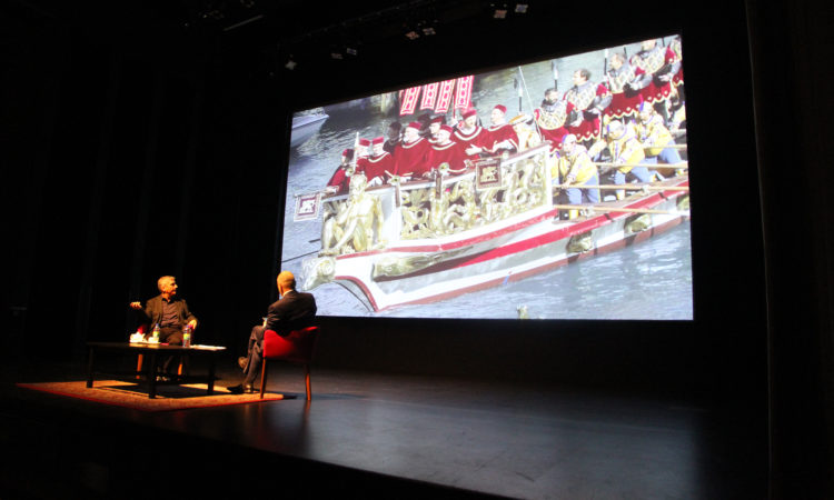 Photographer Stephen Wilkes discusses his work with Ambassador Bruce Heyman as part of the Contemporary Conversations series at the National Gallery of Canada.