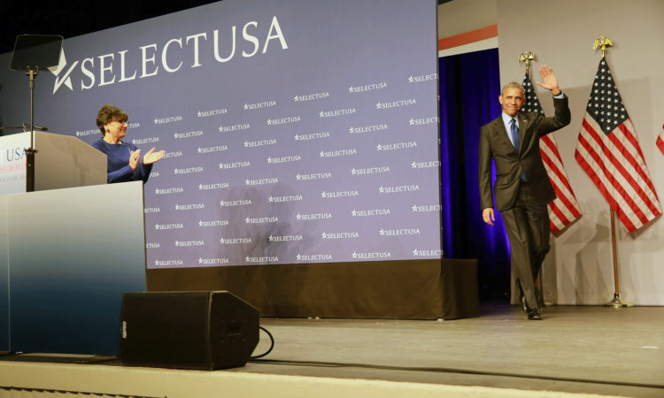 Secretary Pritzker Welcomes President Barack Obama to the 2015 SelectUSA Investment Summit. (Credit U.S. Commerce Department)