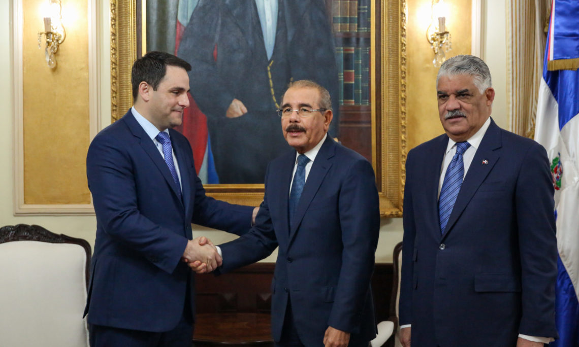 President Danilo Medina and Foreign Minister Miguel Vargas greet Ambassador Trujillo during his visit to the Dominican Republic, March 3, 2020.