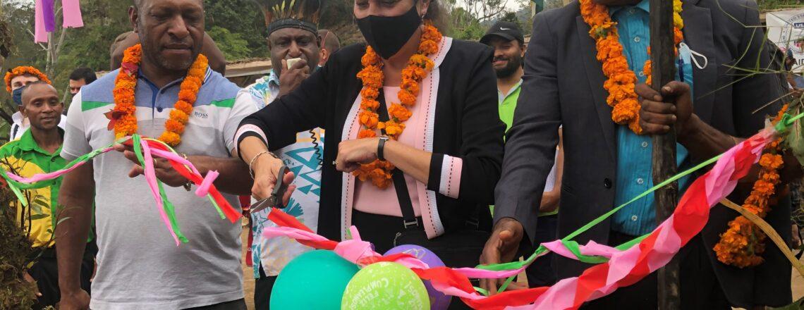 U.S. Government Witnesses signing of Mt Goplom Conservation Deed at Kwiop Village, Jiwaka