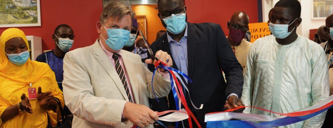 L'ambassadeur Hankins Préside la Cérémonie de Réouverture du Centre Américain de Bamako