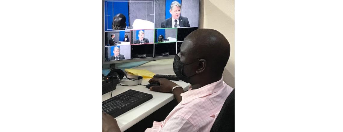 L'Ambassadeur Hankins visite l'Ecole Supérieure de Journalisme au terme d'une formation