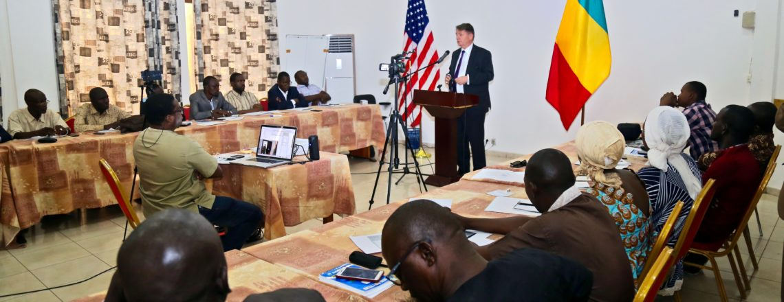 U.S. Ambassador Meets with Journalists to Discuss the Importance of Countering Fake News