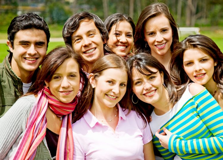 Retrato de estudiantes posando para una foto