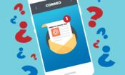 Un teléfono celular con una imagen de correo electrónico, y signos de interrogación al lado del teléfono.