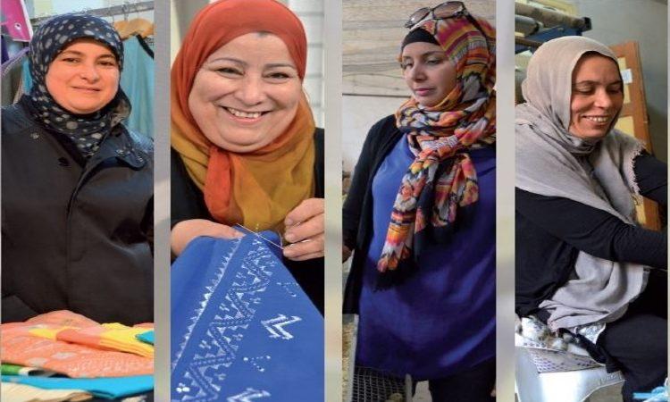 أربع نساء مستفيدات من برامج ميبي خلال العمل