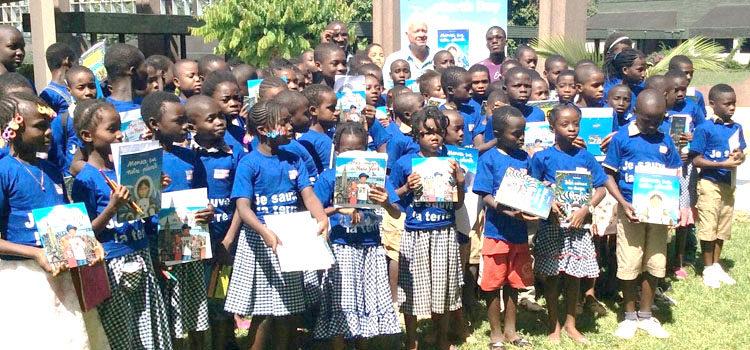 Une vue des élèves avec Donald Grant à Yamoussoukro