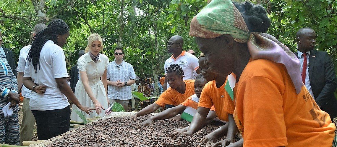 Ivanka Trump et l'Administrateur de l'USAID Mark Green ont rencontré des femmes cultivatrices de cacao à Adzopé