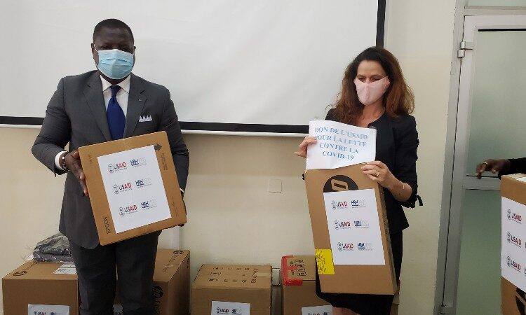 Man and women holding boxes. (Embassy Image)