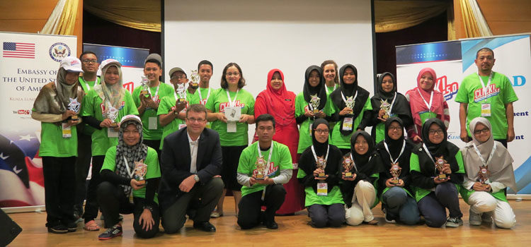 The top three winning teams of Click! 5.0 Camp in Kelantan pose with Deputy Chief of Mission Edgard Kagan after receiving their awards and seed funding. (U.S. Embassy photo)